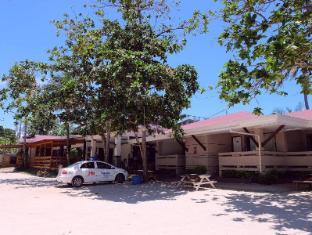 BlueFins Resort Mactan Island - Exterior