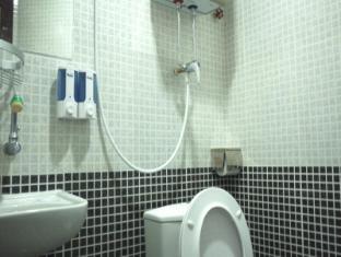 United Co-operate Hotel Hong Kong - Bathroom