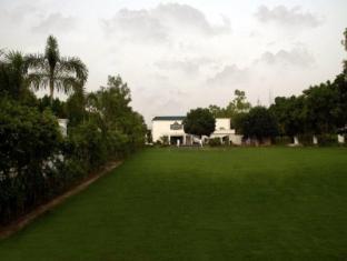 Country Inn & Suites By Carlson, Satbari New Delhi - Tuin
