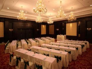 Country Inn & Suites By Carlson, Satbari New Delhi - Business Center