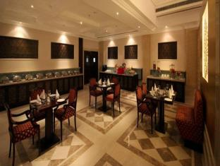 Country Inn & Suites By Carlson, Satbari New Delhi - Restaurant