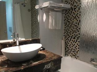 فندق سومرست سورابيا سورابايا - حمام
