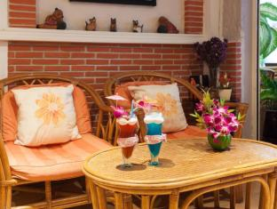 Karon Sunshine Guesthouse & Bar Phuket - Pub/Lounge