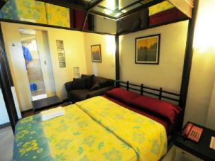 Mariposa Budget Hotel (Drive Inn)