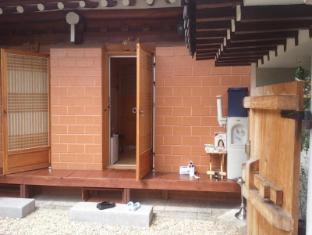 /fr-fr/seonunjae-hanok-hotel/hotel/jeonju-si-kr.html?asq=vrkGgIUsL%2bbahMd1T3QaFc8vtOD6pz9C2Mlrix6aGww%3d
