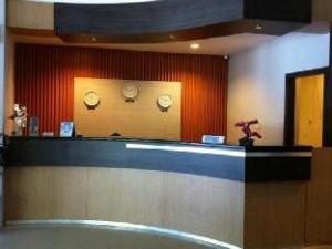 伯努阿酒店 (Hotel Benua)