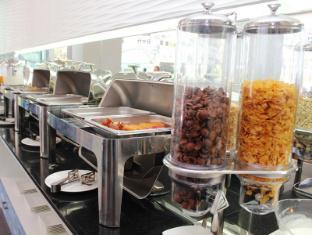 Natalie Resort Phuket - Breakfast