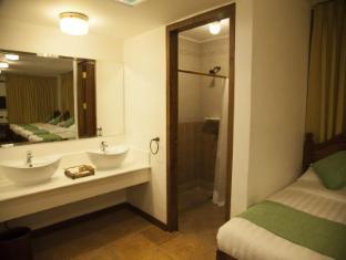 Hotel Felicidad Vigan - Badrum