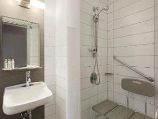 Hotel Travelodge Montreal Centre Montreal (QC) - Bathroom