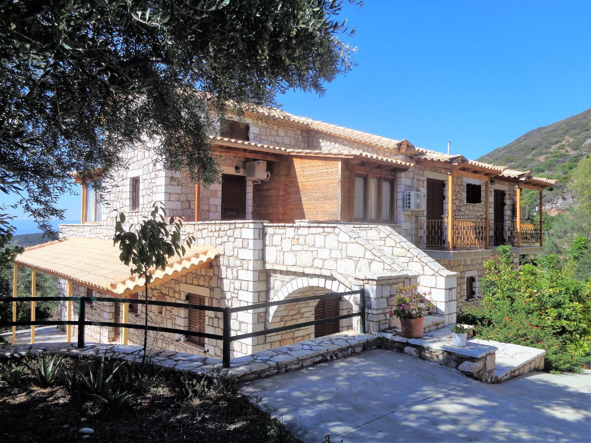 Menina Farm - Traditional stones country houses