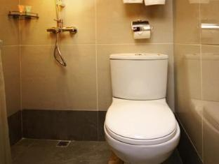 Lander Hotel Prince Edward Hong Kong - Bathroom