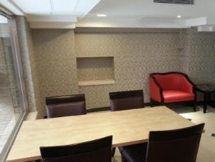 Lander Hotel Prince Edward Hong Kong - Business Center