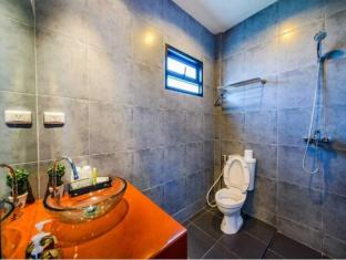 Baan Phu Chalong Phuket - Bathroom