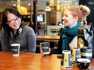 Pegasus Apartment Hotel Melbourne - Food and Beverages