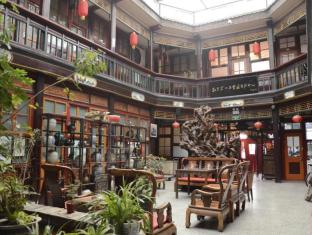 Leo Courtyard Hostel