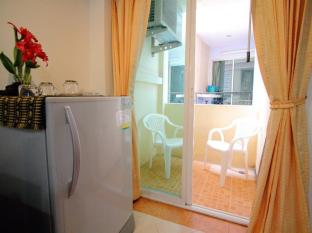Cherry Budget Hostel @Patong Beach Phuket - Private balcony with easy chair