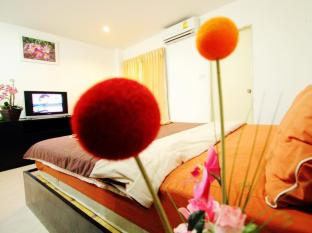Cherry Budget Hostel @Patong Beach Phuket - King size bed