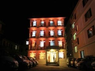 Hotel Chander Palace