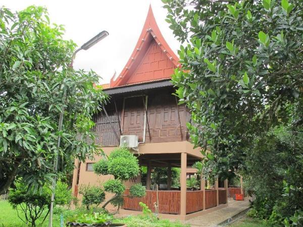 Baan Suan Sriwara Amphawa