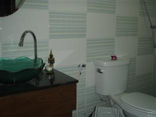 JJ&J Patong Beach Hotel Phuket - Bathroom