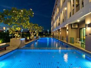 Trio Hotel Pattaya - Swimming Pool