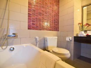 Trio Hotel Pattaya - Bathroom