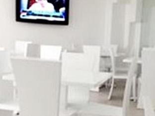 R Suites & Cafe Mandaue City - Restaurant