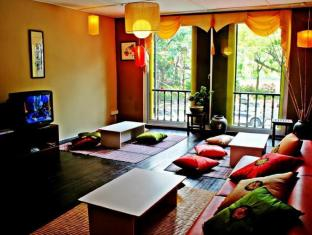 Wo Jia Lodge Kuching - Guest Lounge Overlooking Waterfront