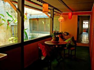 Wo Jia Lodge Kuching - Smoking Zone Balcony at 1st Floor