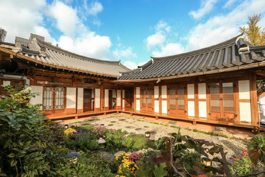 Bukyungdang Hanok Guesthouse