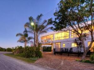 Sunshowers Plett Guesthouse