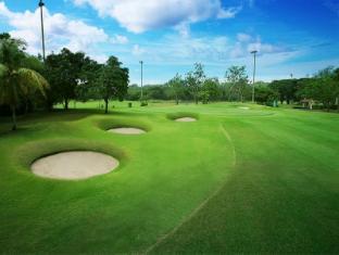 Bungalow Padang Golf Modern Tangerang - Lapangan Golf