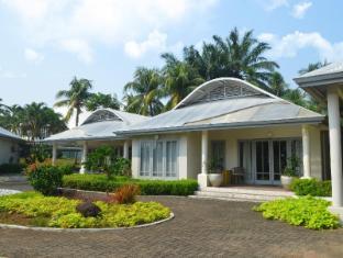 Bungalow Padang Golf Modern Tangerang - Tampilan Luar Hotel