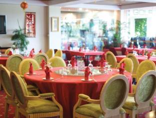 Bungalow Padang Golf Modern Tangerang - Restoran