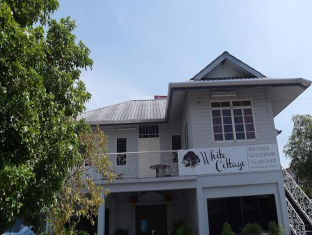 White Cottage Kuching - Exterior