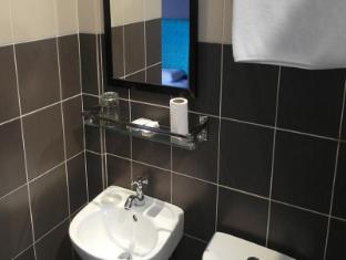 White Cottage Kuching - Bathroom
