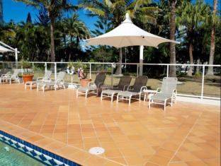 Carmel by the Sea Holiday Apartments Broadbeach Gold Coast - Swimming Pool
