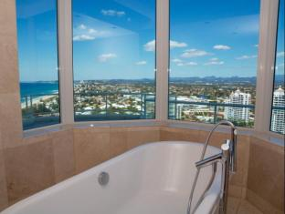 Carmel by the Sea Holiday Apartments Broadbeach Gold Coast - 3 Bedroom Sub Penthouse