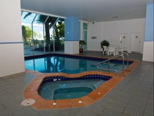 Carmel by the Sea Holiday Apartments Broadbeach Gold Coast - Spa