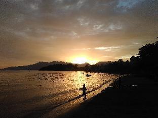 picture 4 of Mangos Beachfront Resort