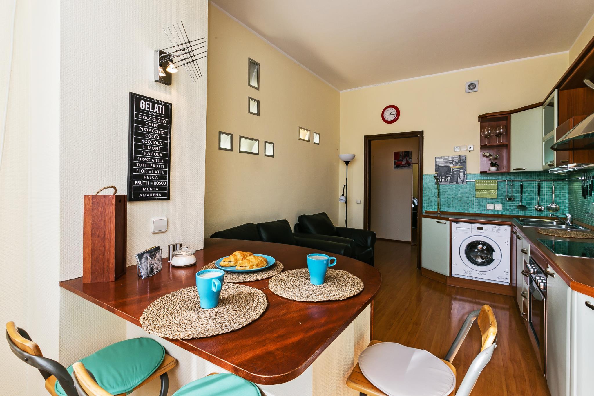 Large 1 Bedroom Apartment On Tsvetnoy Boulevard