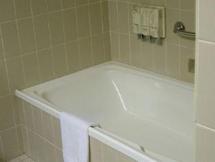 Perth Ambassador Hotel Perth - Bathroom