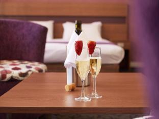 Perth Ambassador Hotel Perth - Premium Deluxe Room