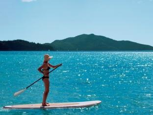 Hamilton Island Beach Club Resort Whitsunday Islands - Paddleboarding on Catseye Beach