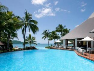 Hamilton Island Beach Club Resort Whitsunday Islands - Dolphin Pool and Sails Restaurant