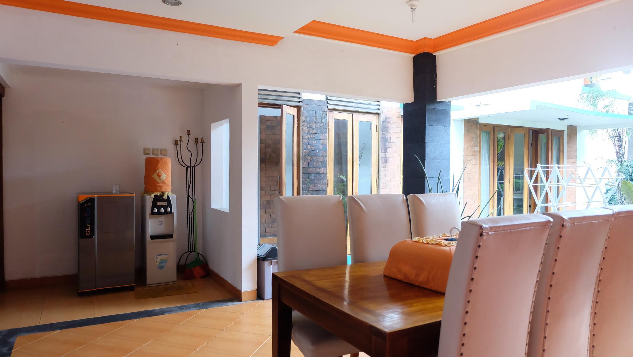 Simply Homy Guest House Unit Wirosaban 4 Kamar AC