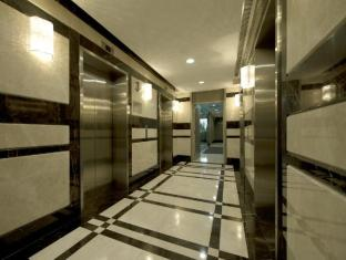 V Hotel Bencoolen Сингапур - Лоби