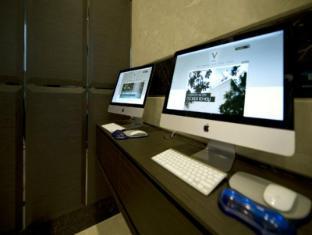 V Hotel Bencoolen Сингапур - Интериор на хотела