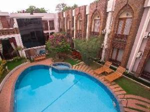 Raza Gyo Hotel