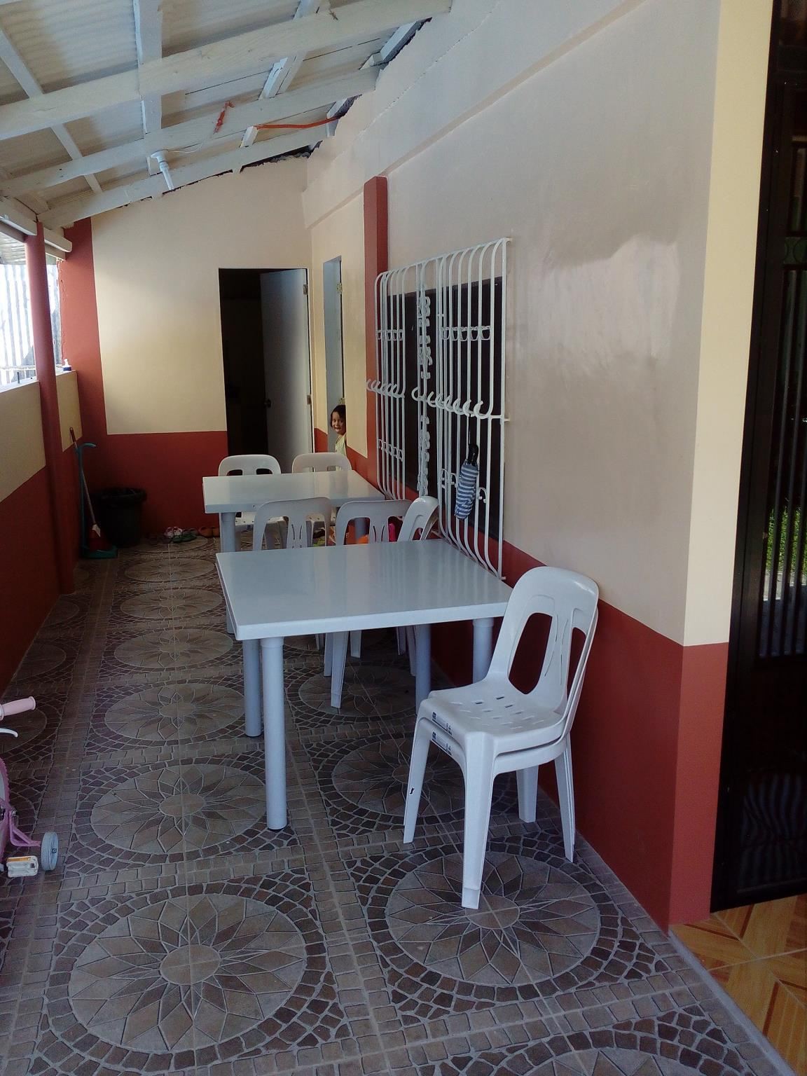 White Beach Backpackers And Family Room